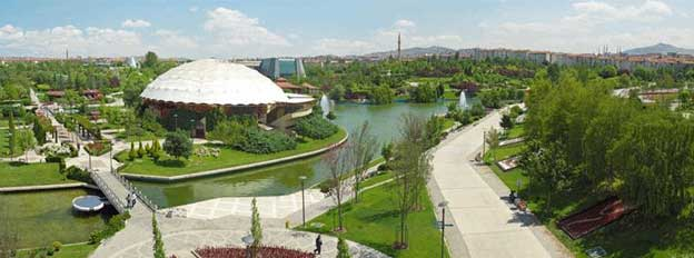 The exhibition in Ankara was held at Altınpark, not only a conference centre, but also a popular recreational area for the inhabitants of Ankara.