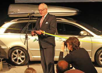 County Govenor Göte Bernhardsson cuts the blue and yellow ribbon to open Autoadapt´s new business premises in Stenkullen, Sweden.